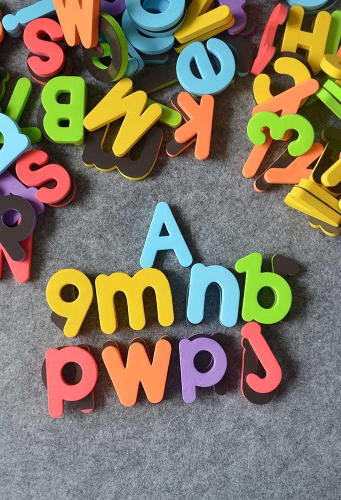 Letras minúsculas feitas em EVA para treinar a leitura e a escrita da criançada