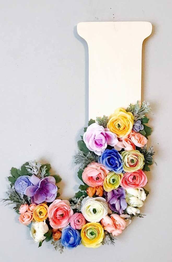 Letra 3D decorada com flores