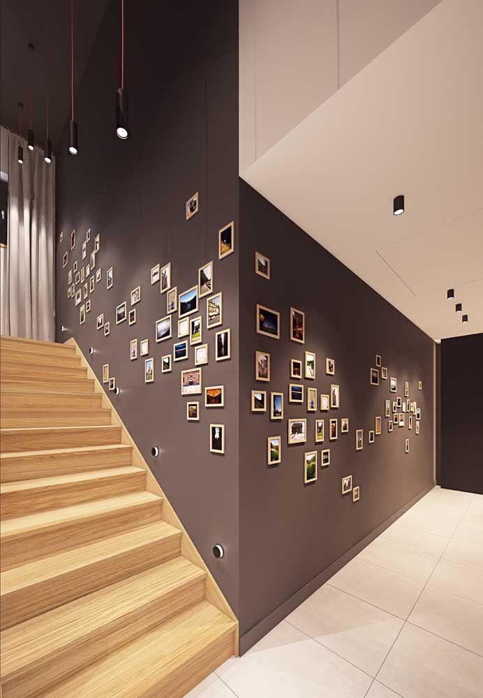 Sem ideias do que fazer no corredor de casa? Que tal um mural de fotos? É bonito, barato e aquece o coração