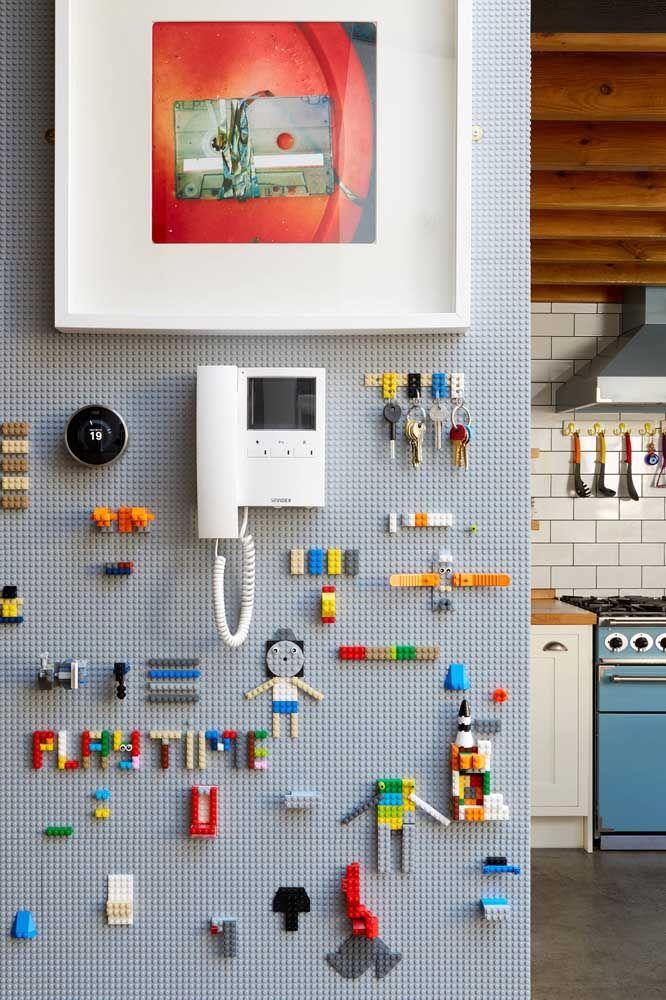 Placa de lego e peças de legos; o resultado? Olha só