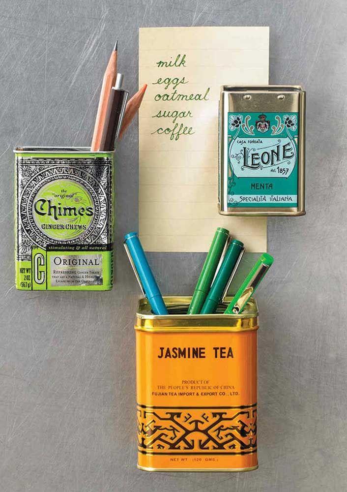 Latinhas de azeite e voilà...eis que você ganha um porta trecos de parede criativo e original