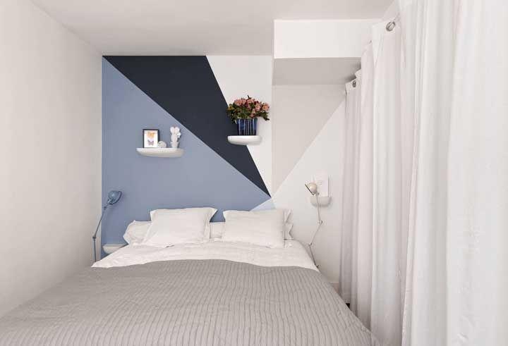 Uma parede geométrica para quebrar a neutralidade do quarto; inove na composição das formas