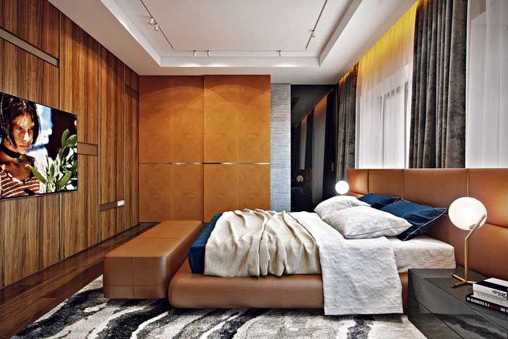 Quente, acolhedor e muito confortável: a combinação entre as texturas naturais da madeira e do couro são o destaque dessa decor
