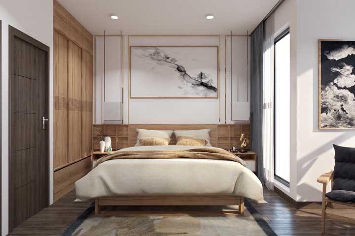 Madeira e tons terrosos compõe a decoração desse pequeno quarto de casal planejado