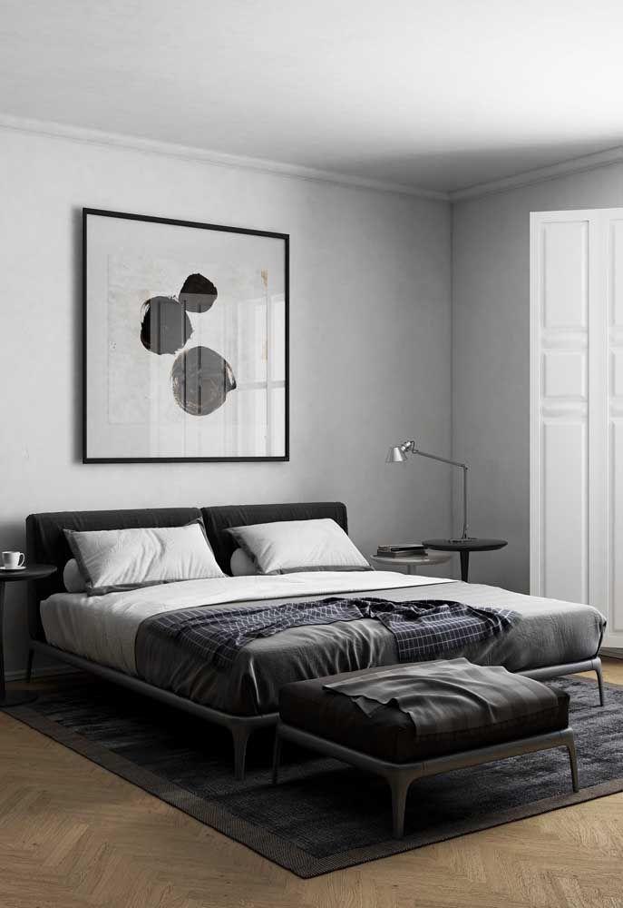 Nesse projeto de decoração de quarto de casal é a iluminação natural que se destaca