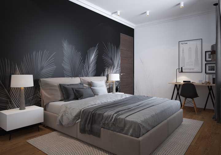 E o que acha de uma parede com folhas de palmeira? Essa aqui apostou no desenho com o fundo preto