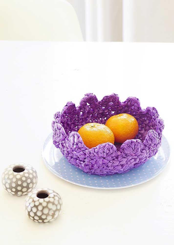 O cesto de crochê endurecido é ótimo para ser usado como fruteira