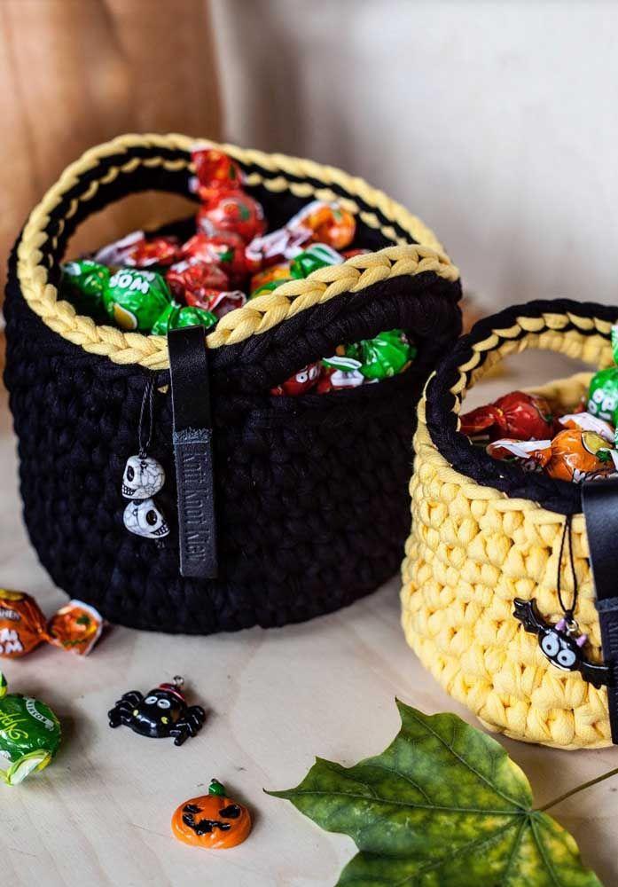 Pensou em fazer cestos de crochê para o Halloween? Olha que ideia legal