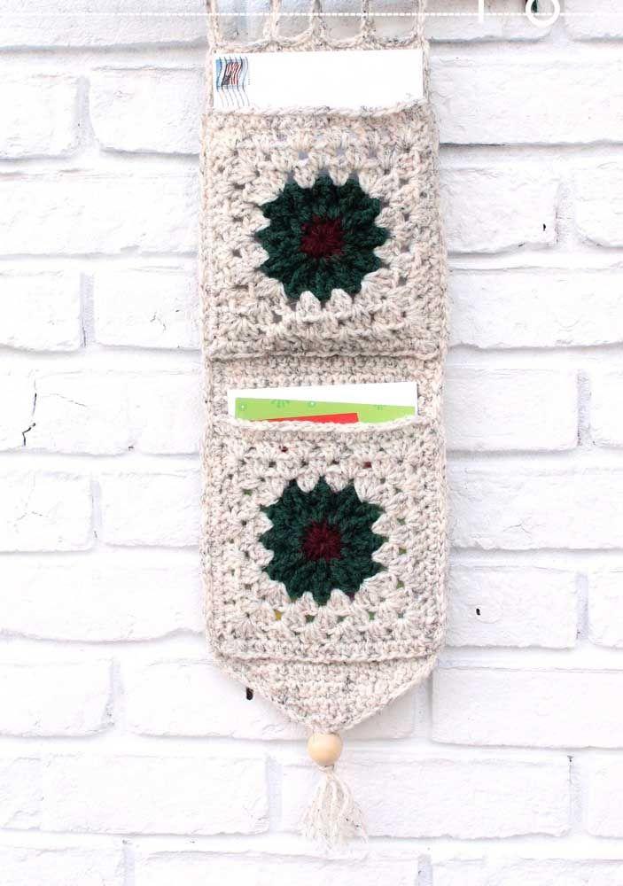 Organizador de cartas, recados e bilhetes feito de crochê