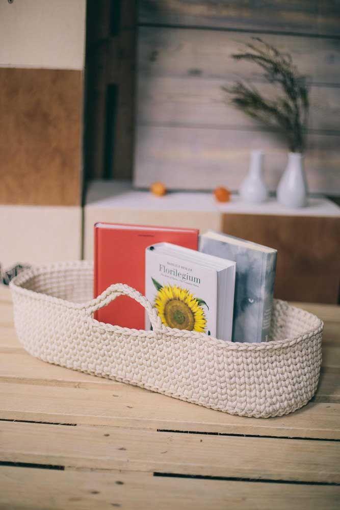 Organizador de livros: conte com o cesto de crochê para isso também