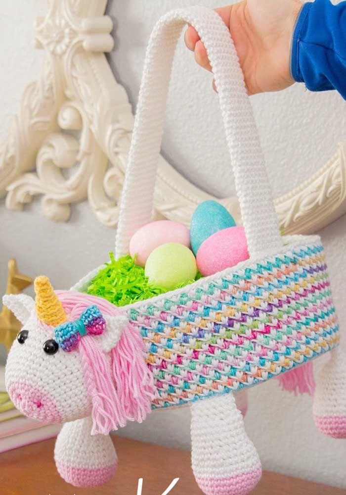 Já pensou em um cesto de crochê com formato de unicórnio? Esse aqui é assim, uma gracinha
