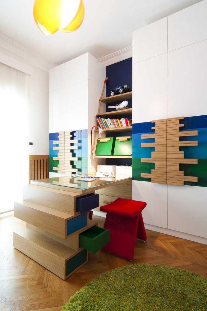 A transparência do sinteco realça a cor natural da madeira do piso