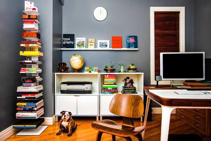 Use junto ao piso de madeira, móveis também de madeira e de tonalidades próximas