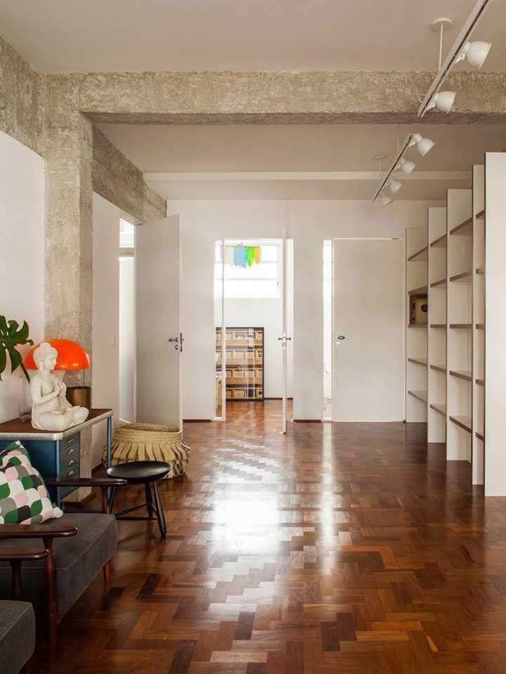 Para quem prefere, os tacos também são uma excelente opção de piso de madeira