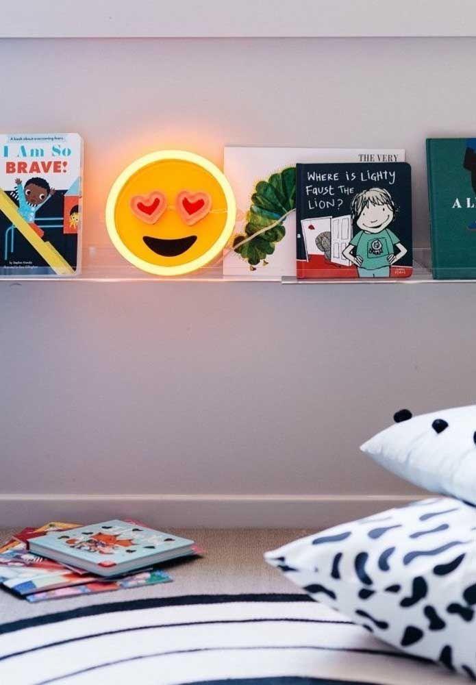 O quarto das crianças tem que ser um ambiente descontraído. Por isso, aposte em uma luminária diferenciada