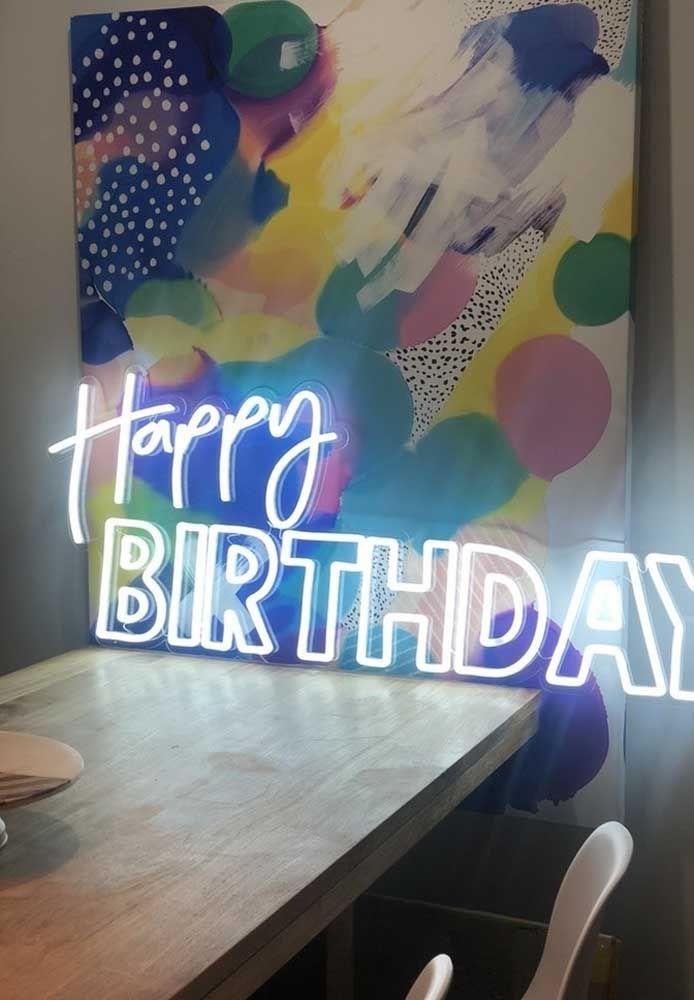 """Que tal preparar um letreiro de """"Feliz """"Aniversário""""?"""