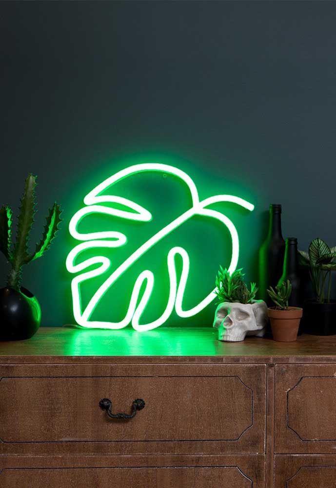 Aposte em uma iluminação personalizada para decorar uma pequena mesa