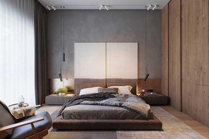 Trilho de luz sobre a cama; os spots direcionados para a parede criam uma iluminação indireta, acolhedora e confortável