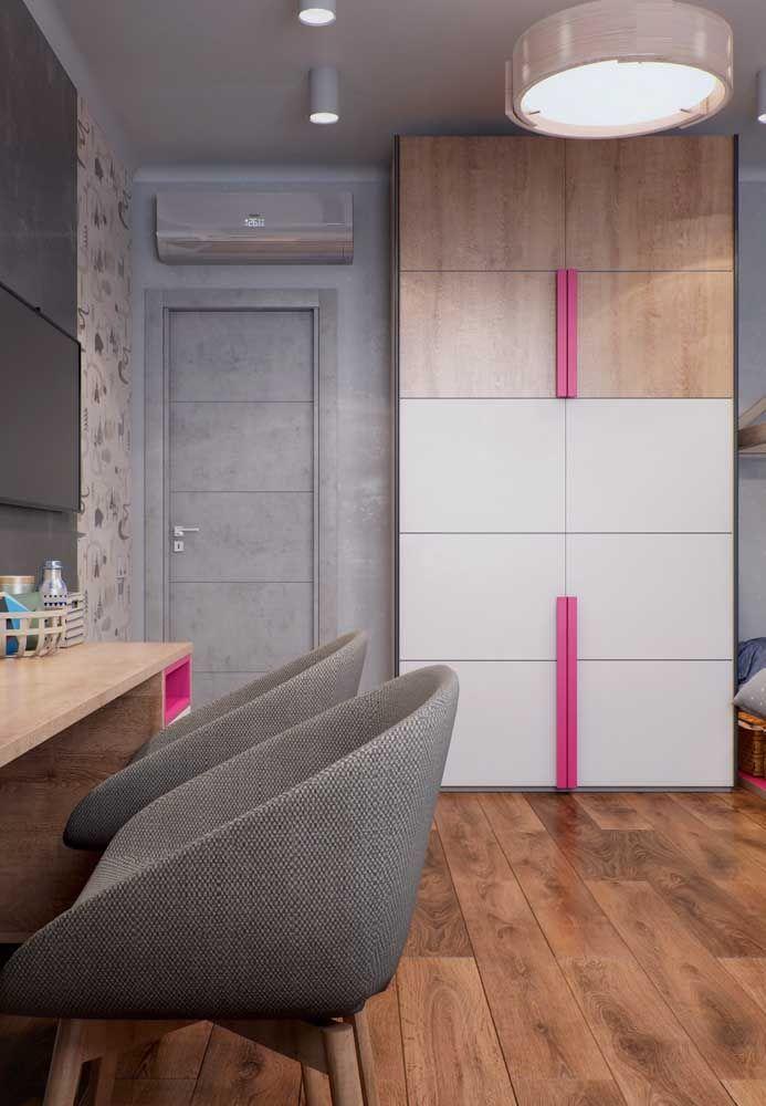 Que tal unir a cor do piso com a cor dos móveis?