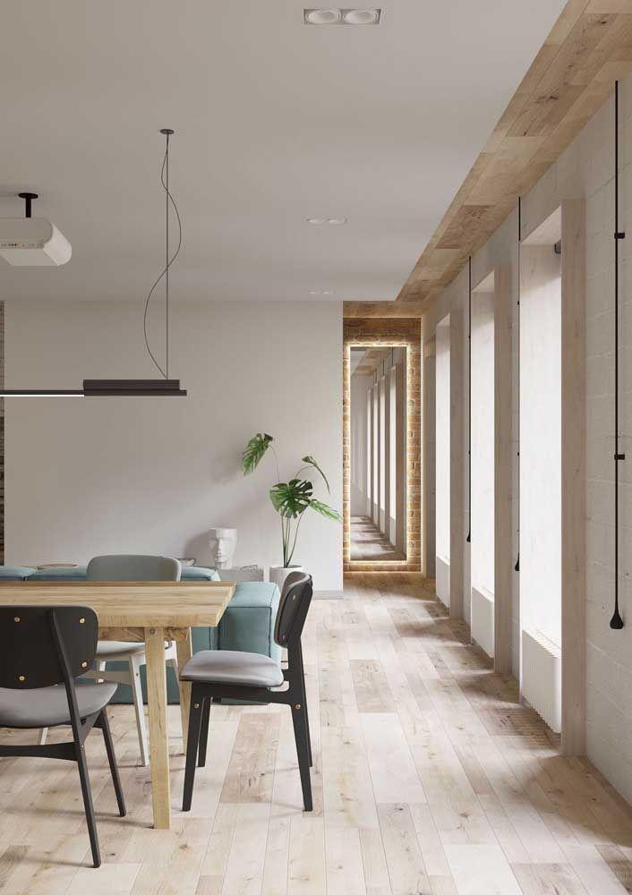 A instalação do piso flutuante é rápida, o que evita transtornos ainda maiores com uma obra dentro de casa
