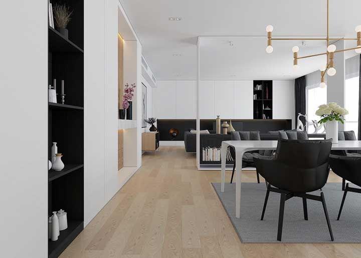 Repare agora como o piso flutuante claro deixa o ambiente mais suave
