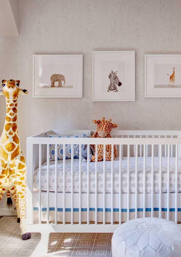 Girafas, elefantes e zebras