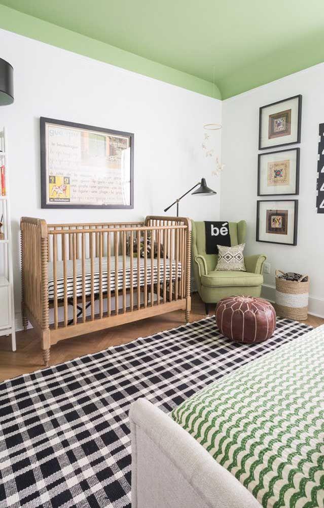 Uma proposta inusitada para o quarto de bebê: até o teto entrou na decor