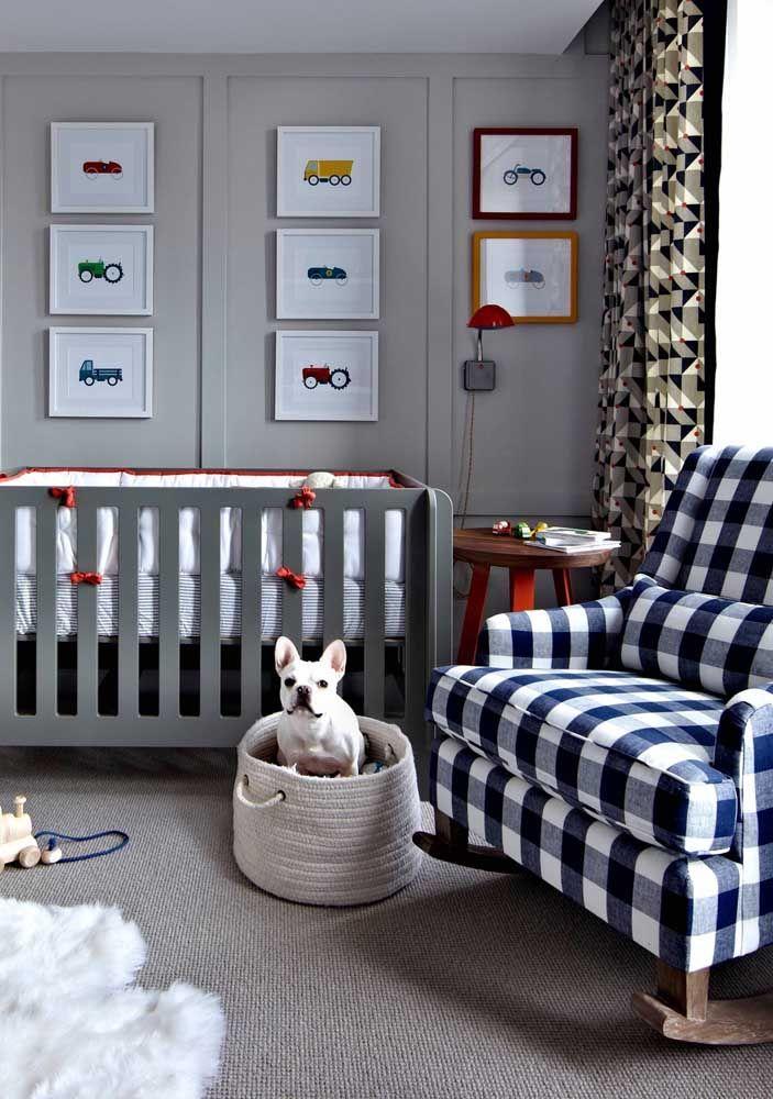 O cachorro da família não fica de fora desse momento, nem mesmo da decoração do quarto