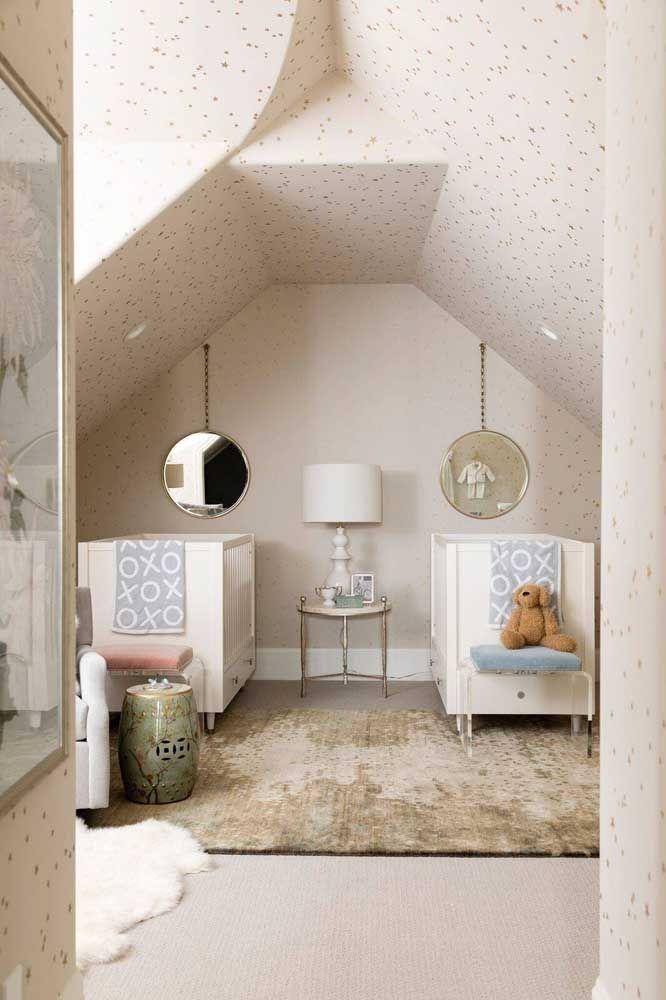 A arquitetura da casa entra na composição da decor desse quarto