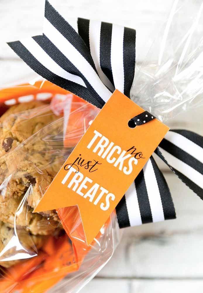 Sugestão fácil de lembrancinha comestível: cookies! Complete o mimo com uma embalagem caprichada