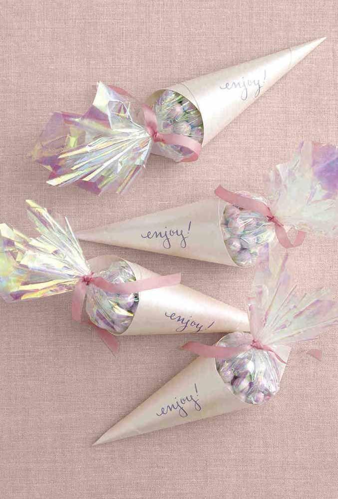 Cones doces: a lembrancinha pode até ser simples, mas dentro de uma embalagem caprichada ela se transforma em algo memorável