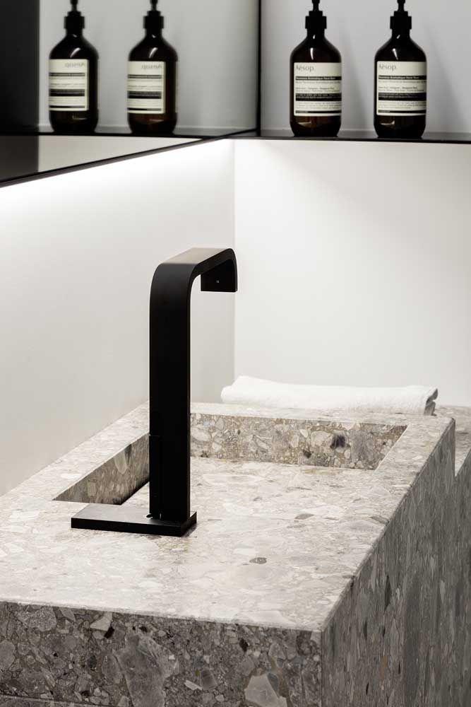O sempre elegante preto, até na torneira!