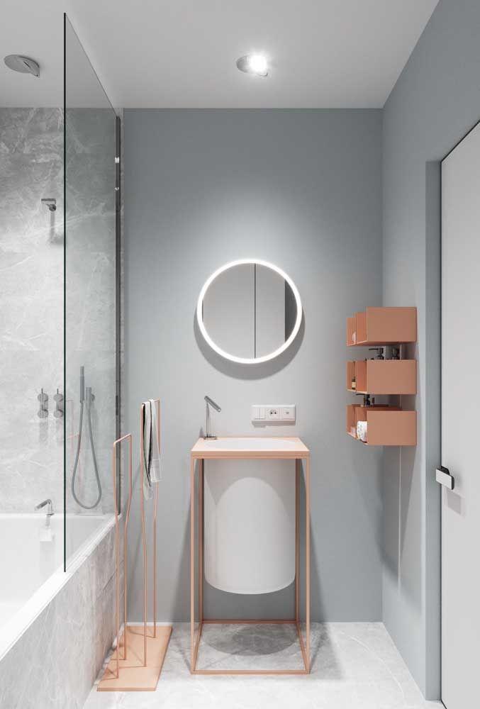 Já esse banheiro prezou por uma torneira de design diferenciado