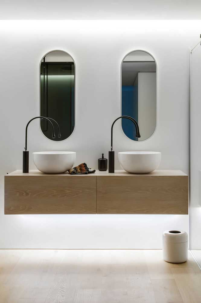Dupla estilosa para o banheiro branco