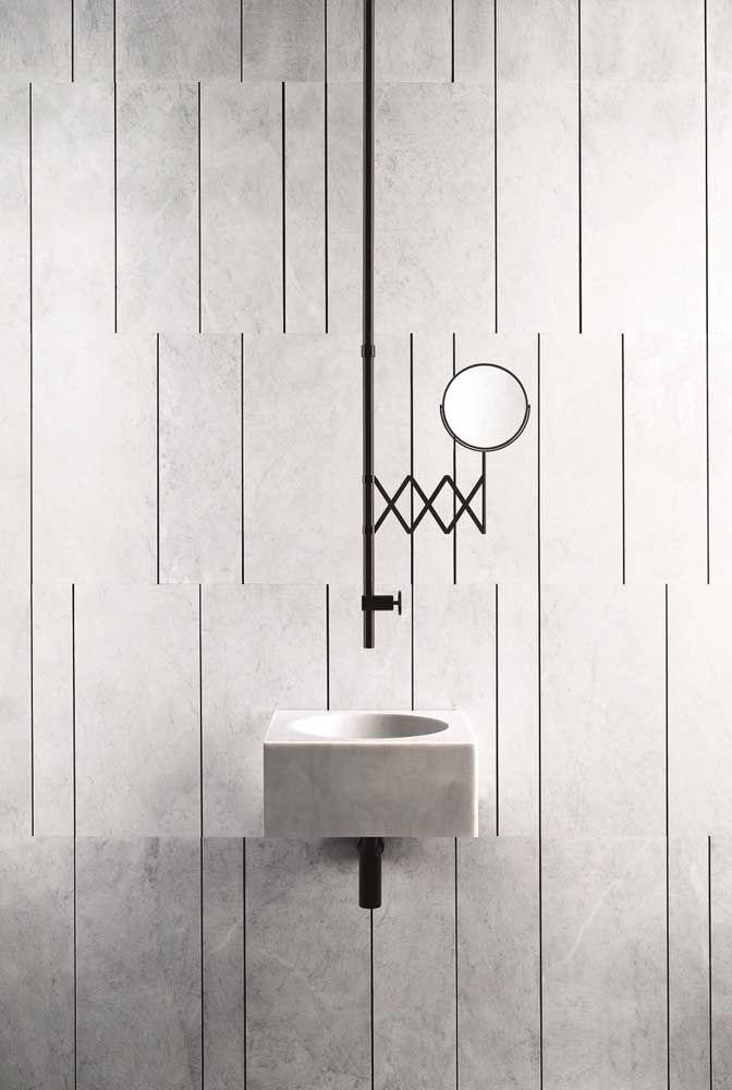 Uma decoração de banheiro minimalista passa pela escolha da torneira
