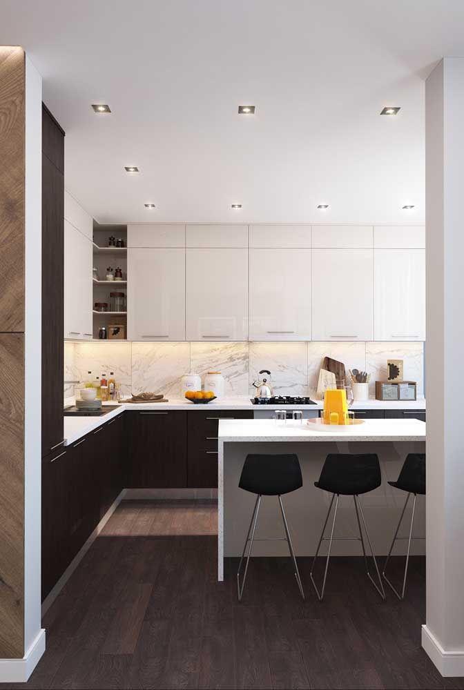 Os mais tradicionais vão se apaixonar por essa clássica cozinha preta e branca