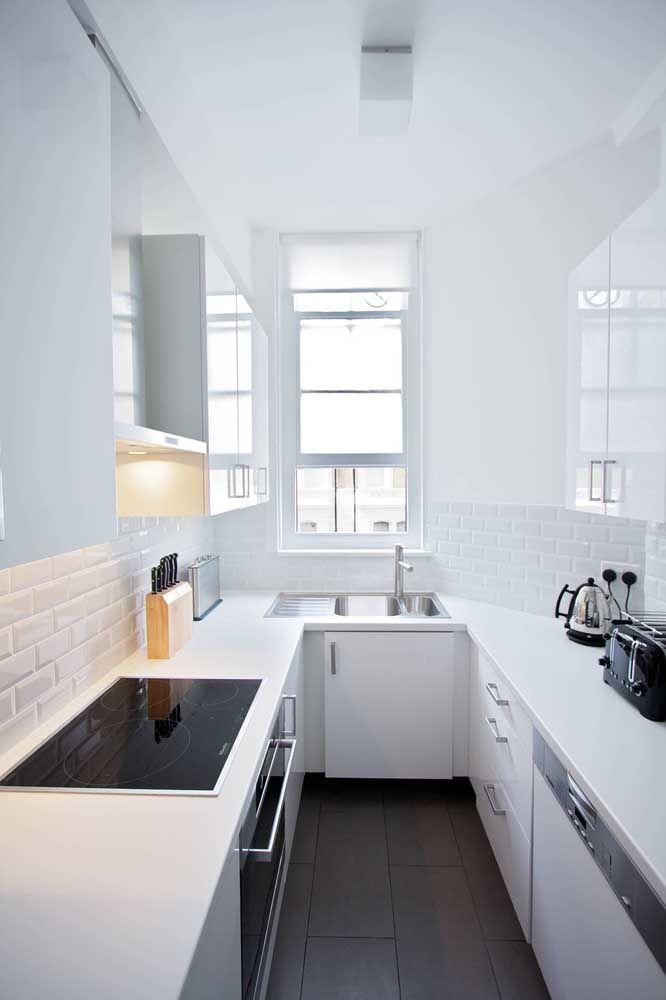 Cozinha planejada pequena: repare como um projeto sob medida pode ser crucial para o bom funcionamento da cozinha