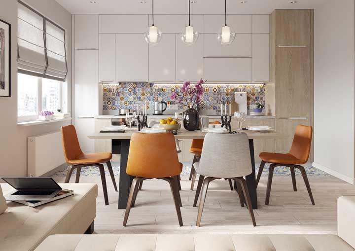 Enriqueça a cozinha planejada usando elementos como os ladrilhos hidráulicos