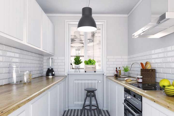 Um grande balcão livre na cozinha é o sonho de qualquer um
