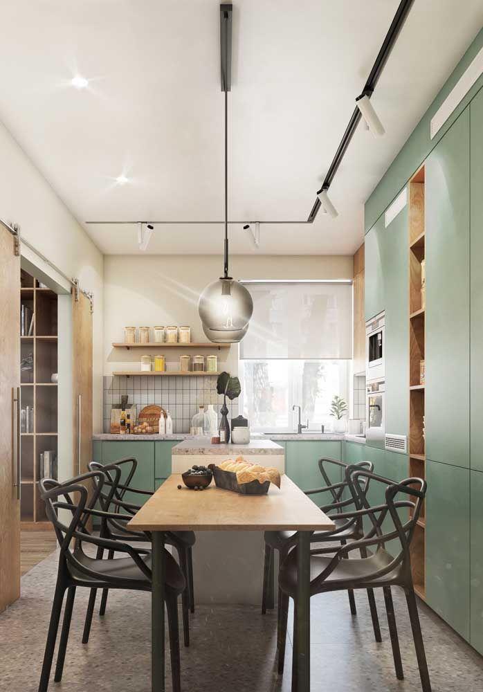 Quantas portas você precisa? Ou gavetas? A cozinha planejada confere toda liberdade para você definir esse tipo de coisa