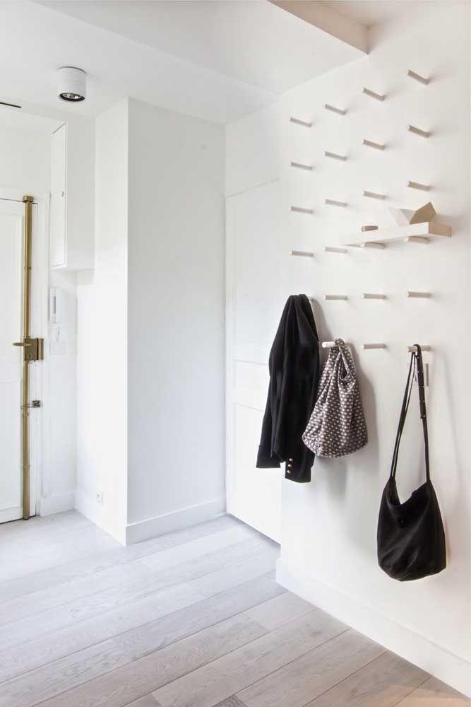 Aqui, tudo o que você precisa é de uma parede e toquinhos de madeira