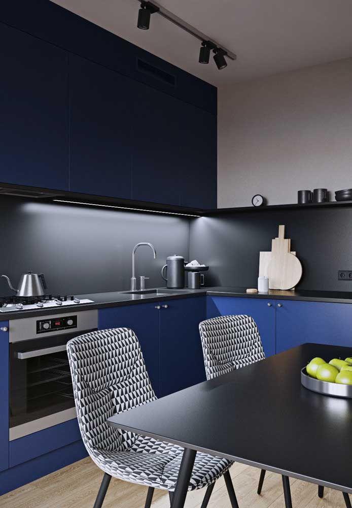 O azul também é moderno, especialmente quando ele vem ao lado do cinza e do preto
