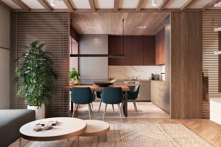 A madeira ajuda a deixar a decoração moderna mais acolhedora e aconchegante
