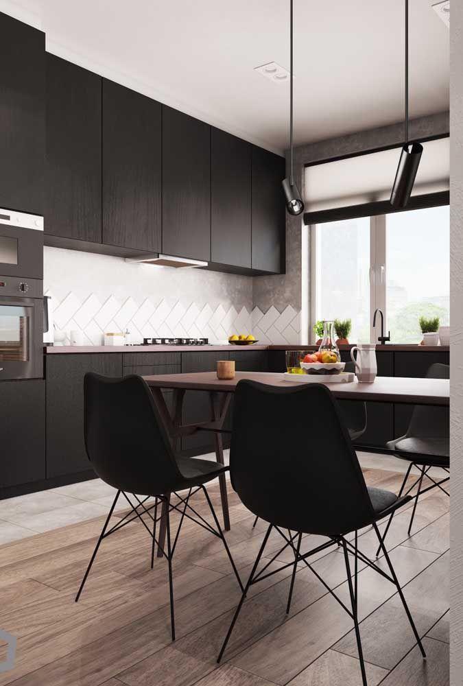 Cozinha preta para criar aquele ambiente moderno e cheio de estilo que todo mundo ama
