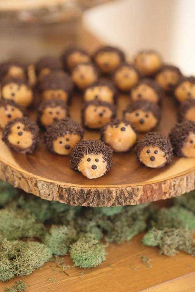 Com muita criatividade você pode transformar deliciosos doces em bichinhos decorativos