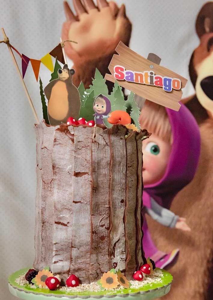 Agora se a intenção é fazer um bolo totalmente diferente, faça a guloseima no formato de um pedaço de árvore
