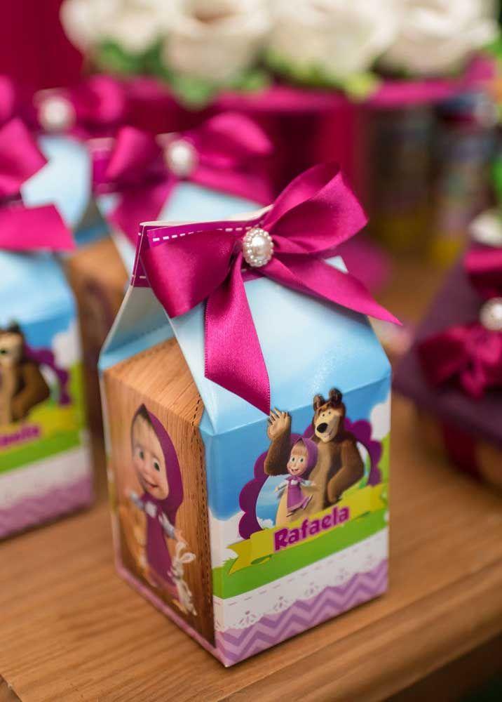 As caixinhas personalizadas com o tema Masha e o Urso podem ser adquiridas em casas de festas especializadas