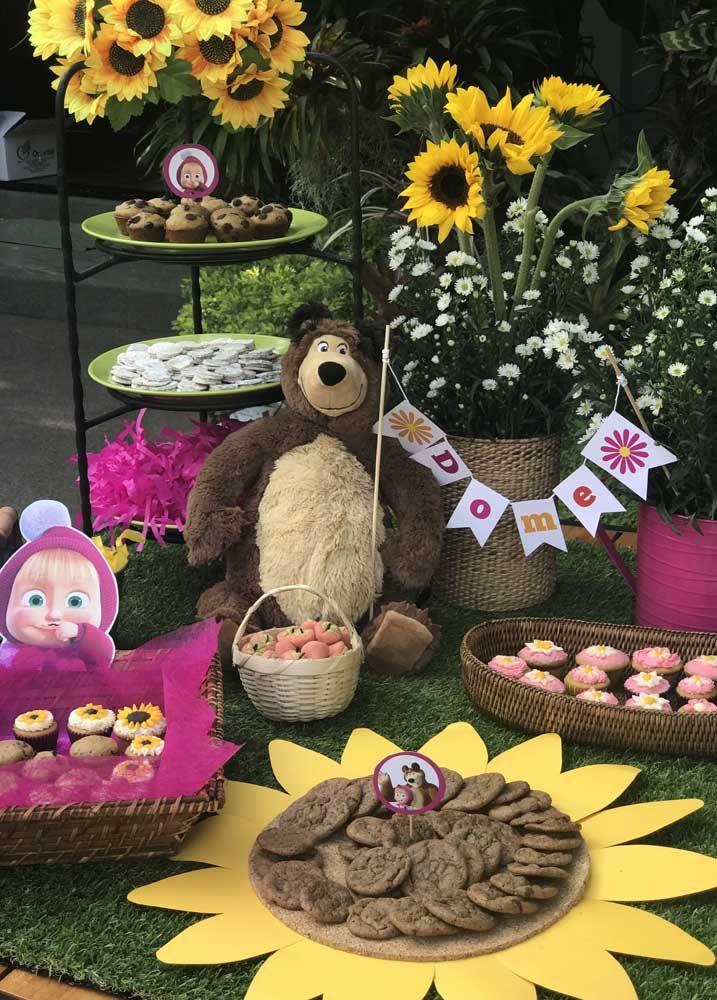 Que tal fazer o aniversário com o tema Masha e o Urso ao ar livre?