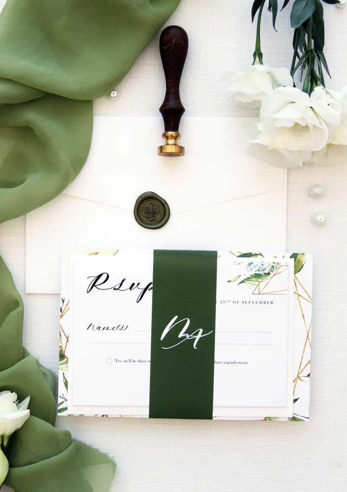 O verde musgo dá um toque de personalidade forte ao convite