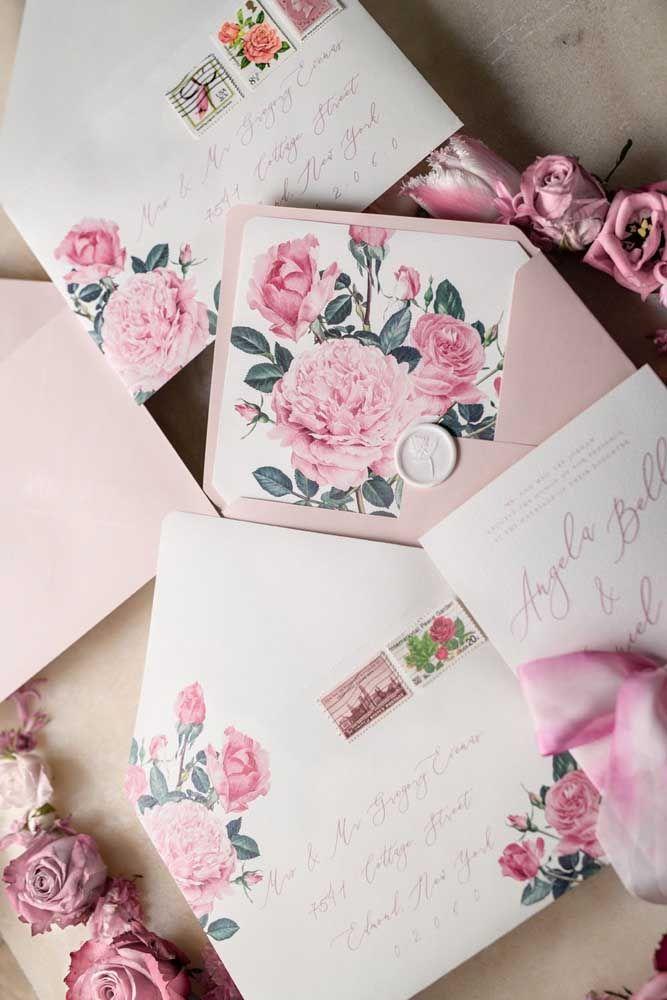 Escolha selos que combinem com a arte do convite